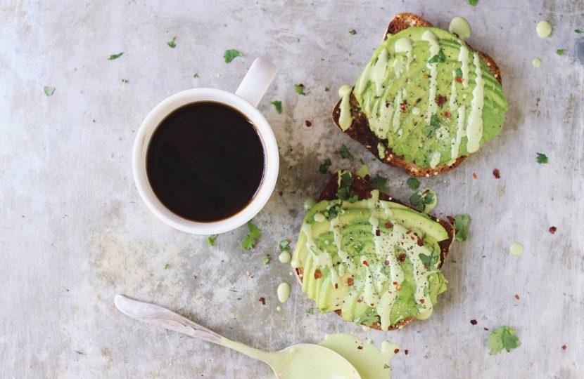 Полезный завтрак с авокадо. Простой рецепт